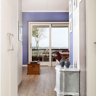 Arredamenti di design realizzati su misura per un open space sul Lago di Garda
