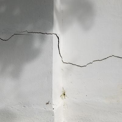 Danni strutturali: quando preoccuparsi delle crepe in casa?