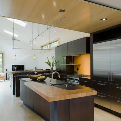 cucina a isola spaziosa
