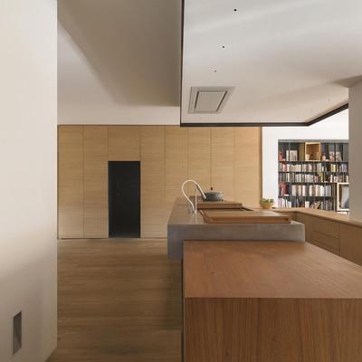 Cucina in legno e acciaio