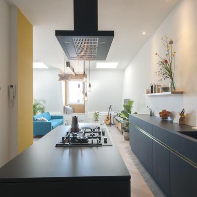 Cucina nera con isola