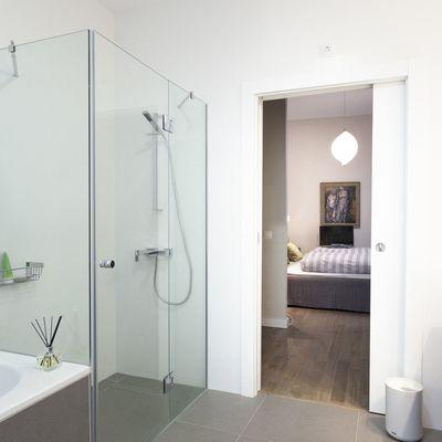 Piatto doccia o filo pavimento, vantaggi e svantaggi delle due soluzioni