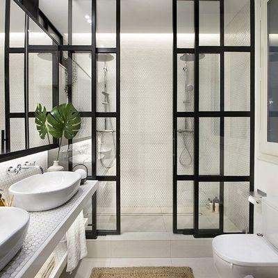 Illusioni ottiche per far sembrare più grande il bagno