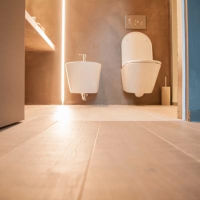 Design minimal e pavimento in legno