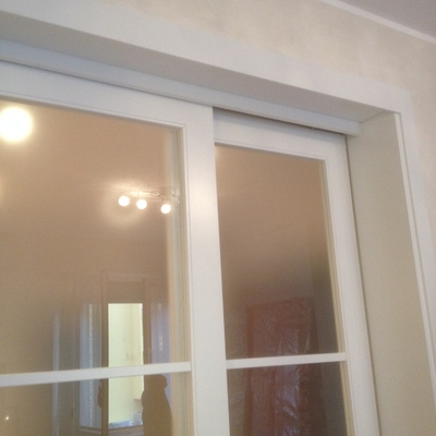 Idee di porte scorrevoli in legno bianco per ispirarti habitissimo - Dettaglio porta scorrevole ...
