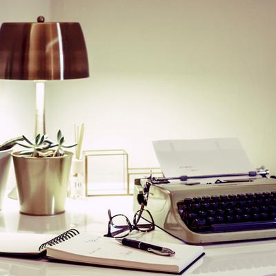 dettaglio scrivania camera ospiti