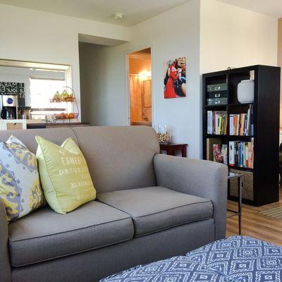 divano per monolocale grigio