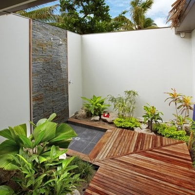 Goditi una doccia in giardino!