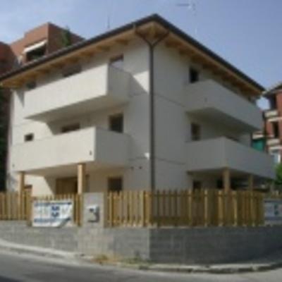 varie case prefabbricate in legno