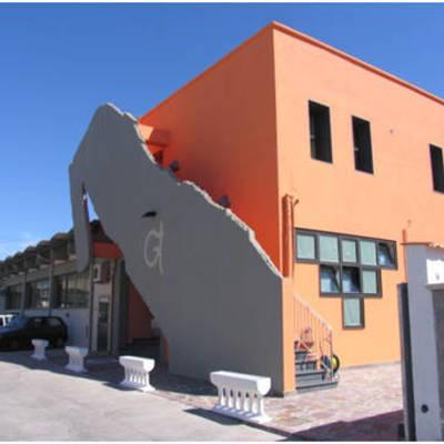 Ristrutturazione ed ampliamento edificio misto residenziale artigianale