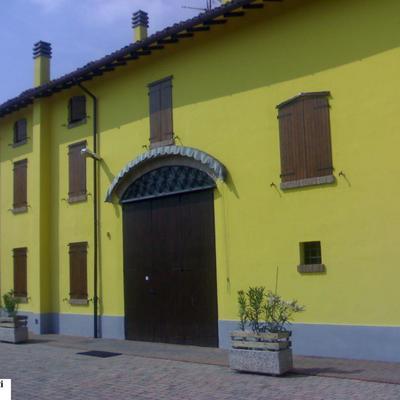 esterno giallo