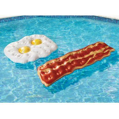 Decora la piscina con gonfiabili ad opera d'arte