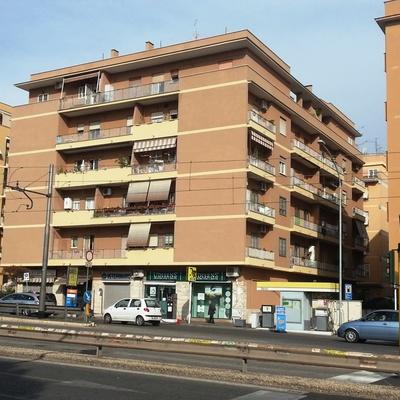 Facciata condominio, Roma