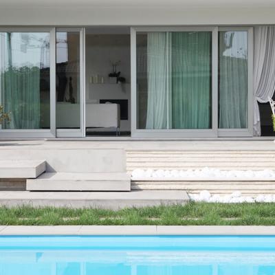 facciata lato piscina
