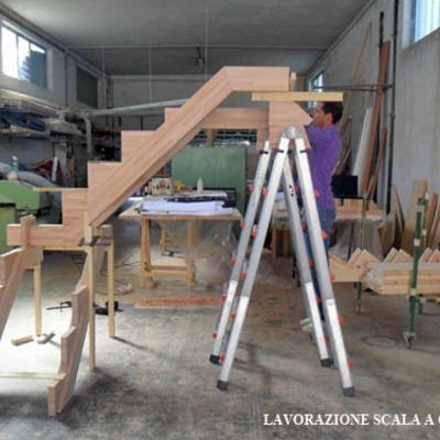 Progetto Scala a giorno in legno massello in autoportanza