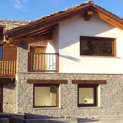 Progetto lavori di ripristino condizioni di salubrita' edificio esistente e ampliamento di fabbricato di civile abitazione ad Aosta (AO)