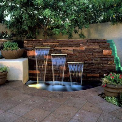 Fontane decorative: un'oasi nella tua terrazza o giardino