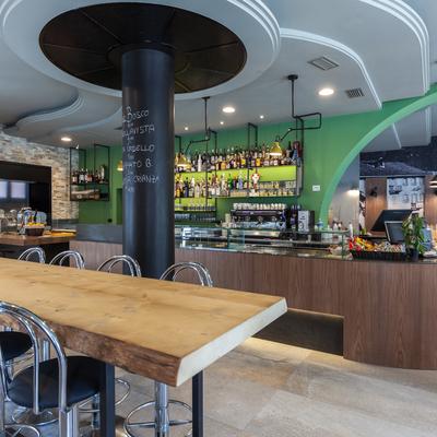Ristrutturazione e progettazione interni bar Povero Diavolo di Chiavenna