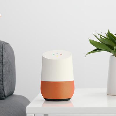 Google Home è arrivato: 5 motivi per amarlo (e 1 per odiarlo)