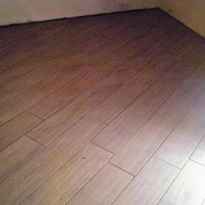 Gres porcellanato effetto legno posa diagonale pannelli - Posa piastrelle in diagonale ...