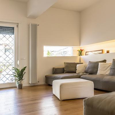 Idee e foto di divani grigi a marino roma per ispirarti for Divani moderni grigi