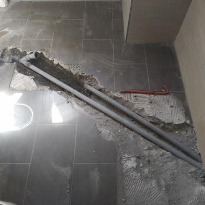 Aggiunta pozzetto d'ispezione e sostituzione pavimento.