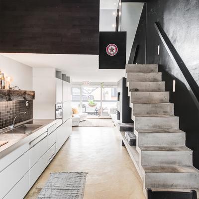 Cemento e stile nordico per il duplex di design