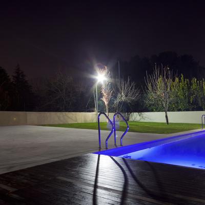 la piscina (suggestiva in notturna)