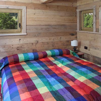 Idee e foto di camere da letto rustiche per ispirarti for La stanza degli ospiti libro