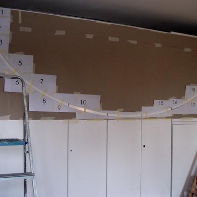 Laccatura armadio con decorazione geometrica