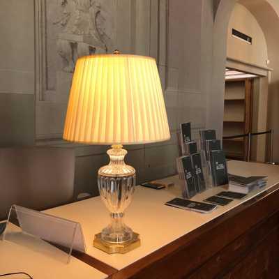 Progettazione lampada da tavolo