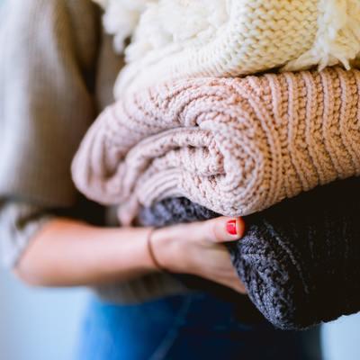 Tessili e lavatrice: ogni quanto lavare tende, cuscini e company