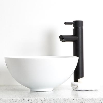 Rubinetterie ed accessori neri per un bagno di carattere