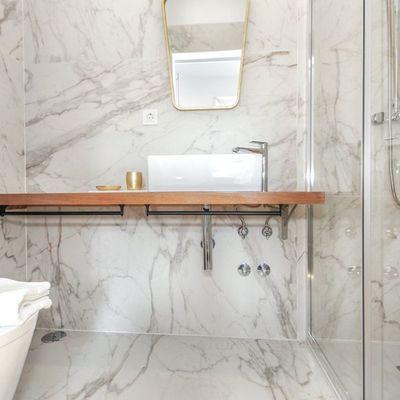 Come scegliere colori e materiali per il bagno