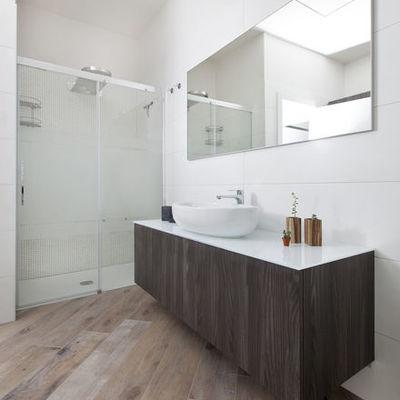 Mobile sottolavabo sospeso su misura per bagno moderno