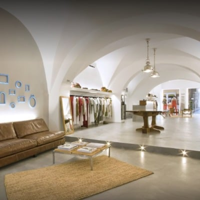 Ristrutturazione Piscina con Cemento Cerato a Fibialla (LU) e Realizzazione di Pavimento in Cemento Cerato in negozio di abbigliamento ad Alassio