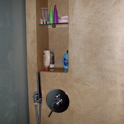 Nicchia portaoggetti nel vano doccia