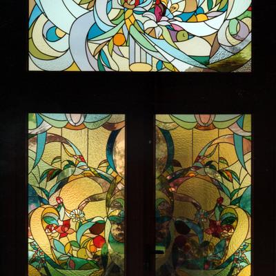 progetto decorativo con inserti di vetrate artistiche