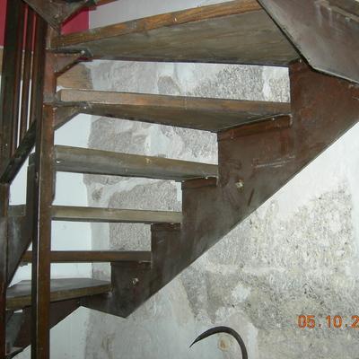Ristrutturazione interna di n. 1 alloggio su due livelli (piano rialzato e piano seminterrato)
