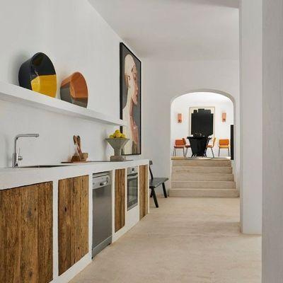 Più ordine in cucina con mobili e scaffali su misura