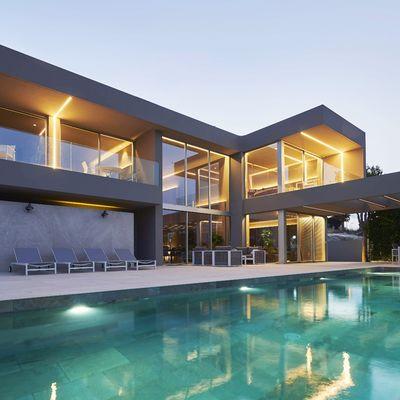 5 motivi per scegliere il cemento resina per la piscina