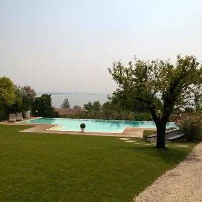 Piscina sul lago di Garda