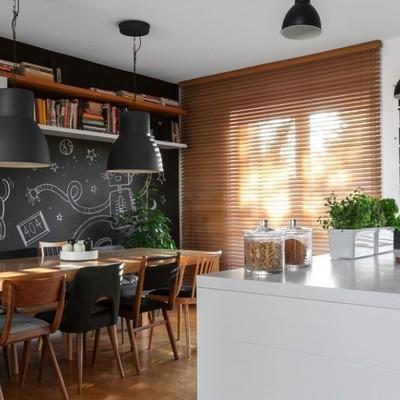 Idee e foto di isole per cucine bianche per ispirarti - Pittura lavagna cucina ...