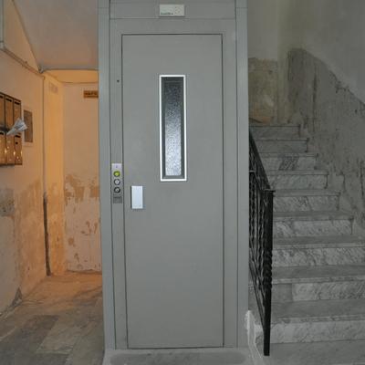 Installazione Piattaforma elevatrice condominio residenziale Napoli