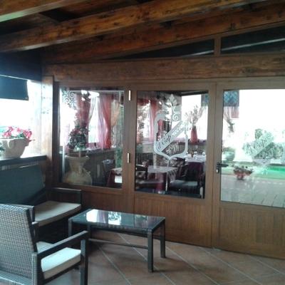 Progetto posa infissi alluminio in locale di ristorazione a Varaino Scalo (CT)