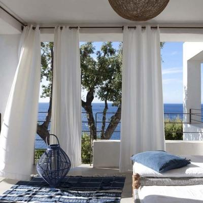Idee e foto di tende bianche per ispirarti habitissimo for Colonne di portico di casa