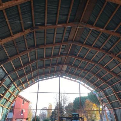 Nuova struttura in legno lamellare per copertura campo da basket