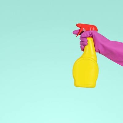 Come lavare e quando cambiare stracci e spugne