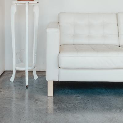 7 pavimenti che mascherano lo sporco (o facili da pulire)