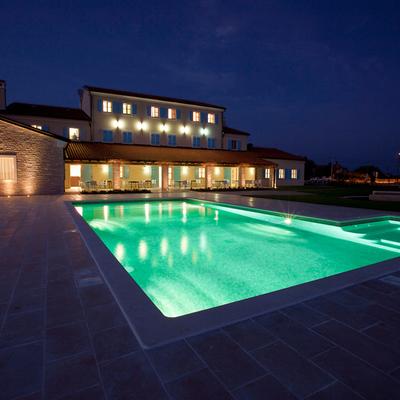 Resort Velanera esterno by night
